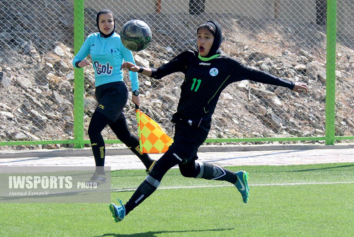 دیدار ذوب آهن و خیبر خرم آباد در لیگ برتر فوتبال زنان