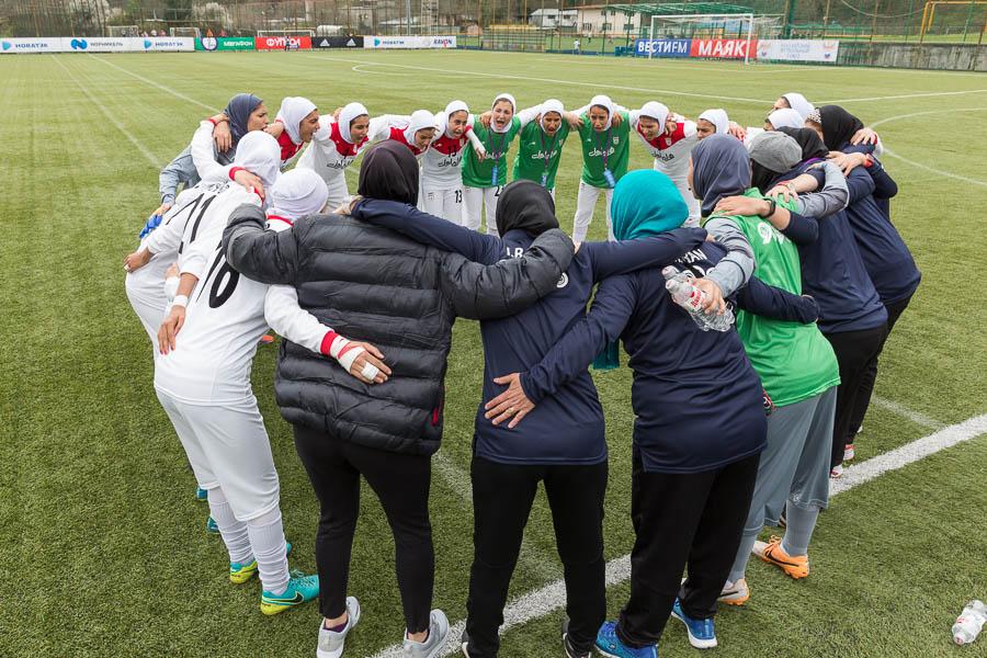 فوتبال بانوان ایران در مقدماتی المپیک / از تیم ملی سیرجان تا حضور یک فوتسالیست!