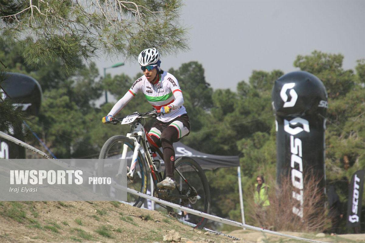 پایان لیگ دوچرخه سواری کراس کانتری در اراک با قهرمانی مونا فرح بخشیان