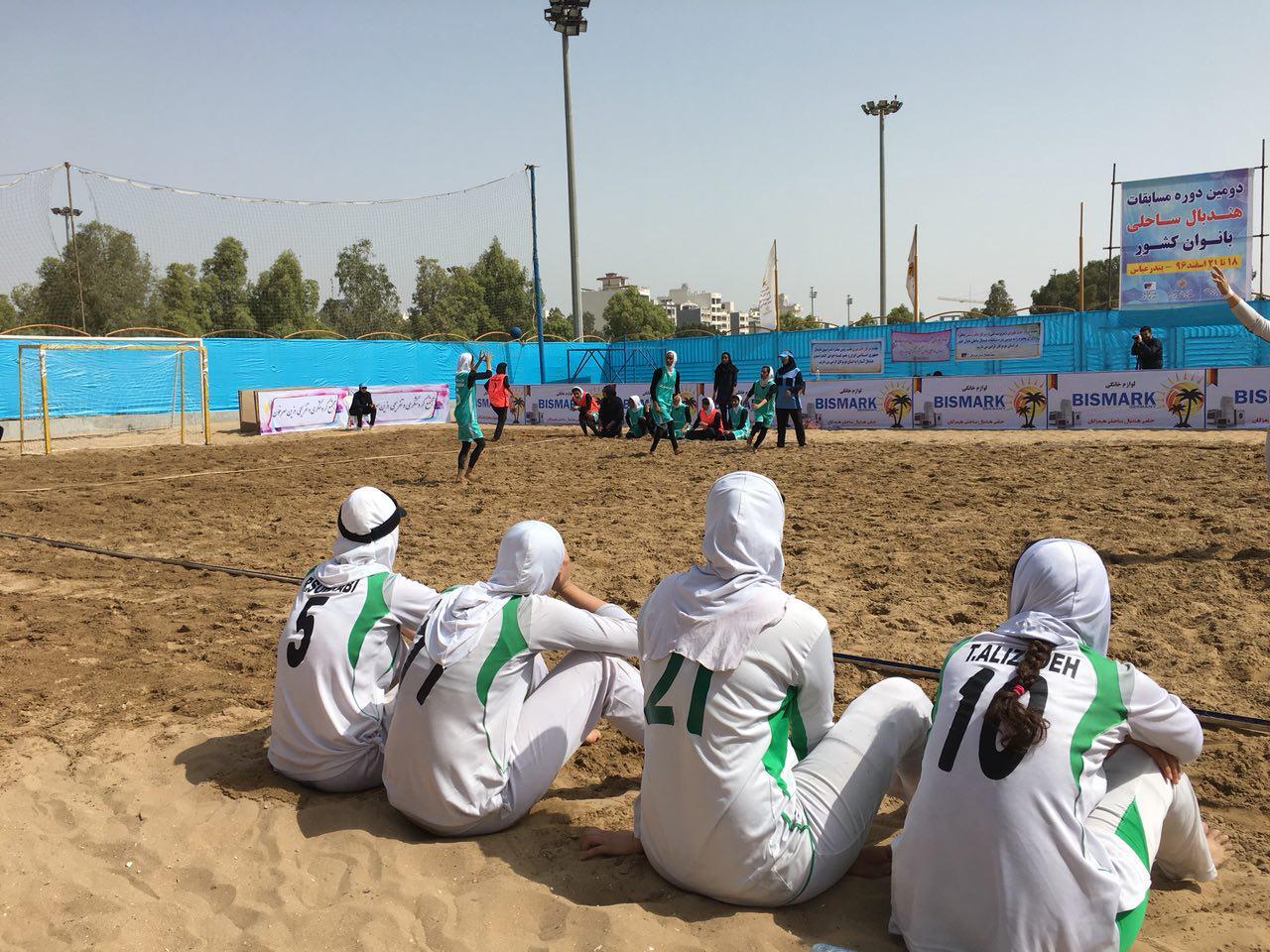 هندبال ساحلی کشور در بندر عباس ؛ قهرمانی اصفهان با پیروزی بر میزبان (تصاویر)