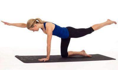 یوگا 3 400x240 3 حرکت ورزشی تقویت عضلات کمر برای پشت میز نشین ها