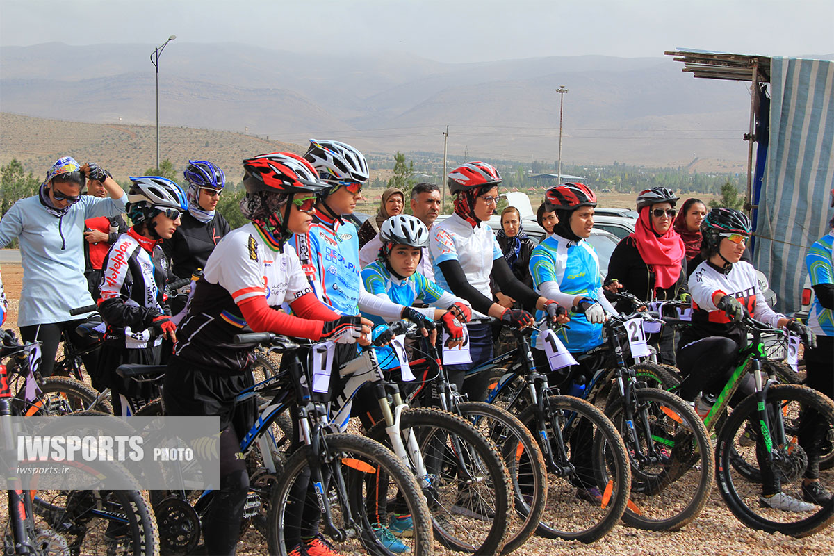 قهرمانی فاطمه باشفاعت و مهرنوش شبانی در مسابقات دوچرخه سواری کوهستان شیراز