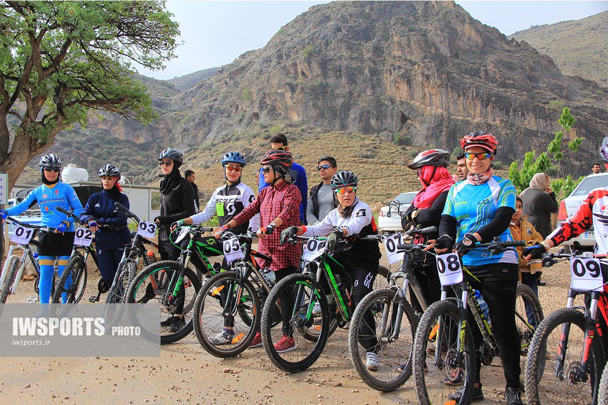 تصاویر مسابقات دوچرخه سواری بانوان در شیراز