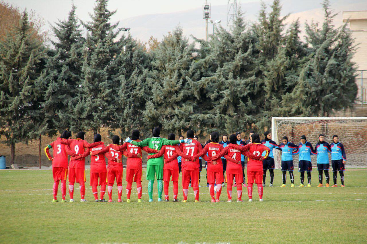 رازهای مقنعه خیس یک هافبک راست | روز فوتبال زنان