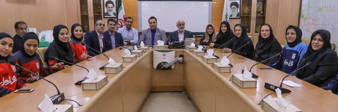 تجلیل سازمان ورزش شهرداری تهران از دختران فوتسالیست ایران
