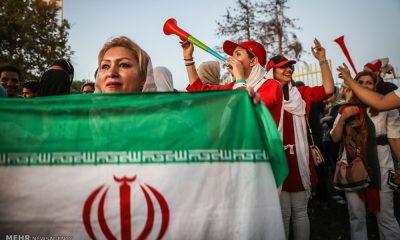 حضور زنان در ورزشگاه ها دختران ورزشگاه آزادی ایران اسپانیا 10 400x240 ورود گزینشی همچنان ادامه دارد ؛ معنای آزادی وارونه یا زمینه سازی برای آینده؟