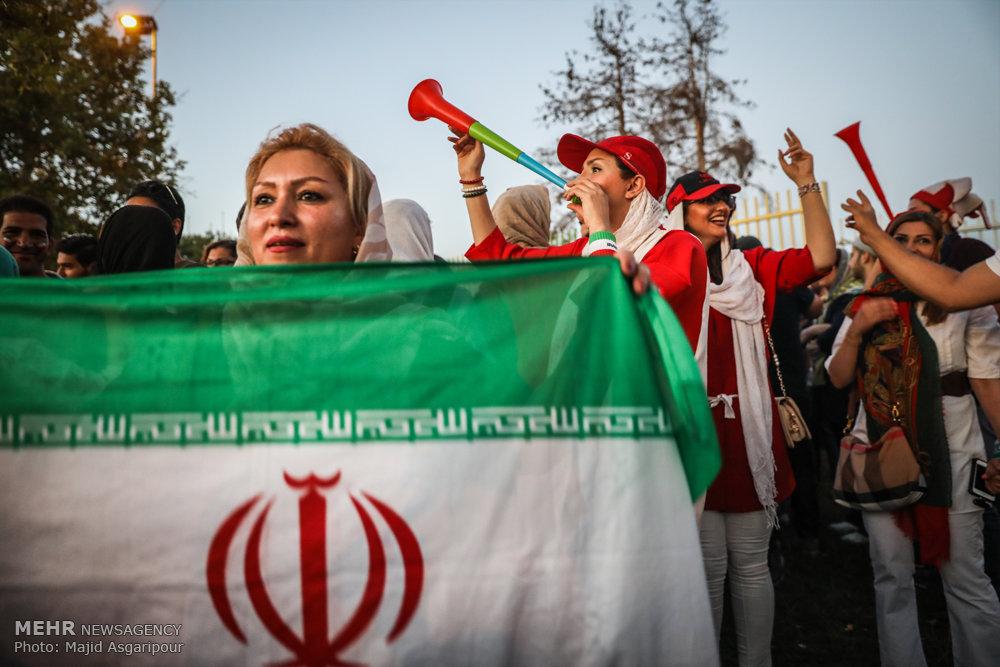 حضور زنان در ورزشگاه ها دختران ورزشگاه آزادی ایران اسپانیا 10 ورود گزینشی همچنان ادامه دارد ؛ معنای آزادی وارونه یا زمینه سازی برای آینده؟