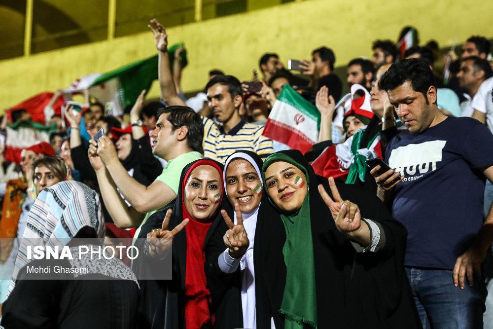 حضور زنان در ورزشگاه ها دختران ورزشگاه آزادی ایران اسپانیا 19 وزیر ورزش : حضور زنان در ورزشگاه ، فعلا در بازی های ملی | ورزشگاه با سینما و کنسرت فرقی ندارد