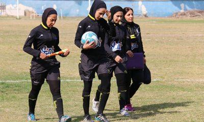 داوران زن فوتبال بانوان 400x240 در ستایش زنان داور ؛ نجابت آن ها که نه تریبون دارند و نه حق دفاع