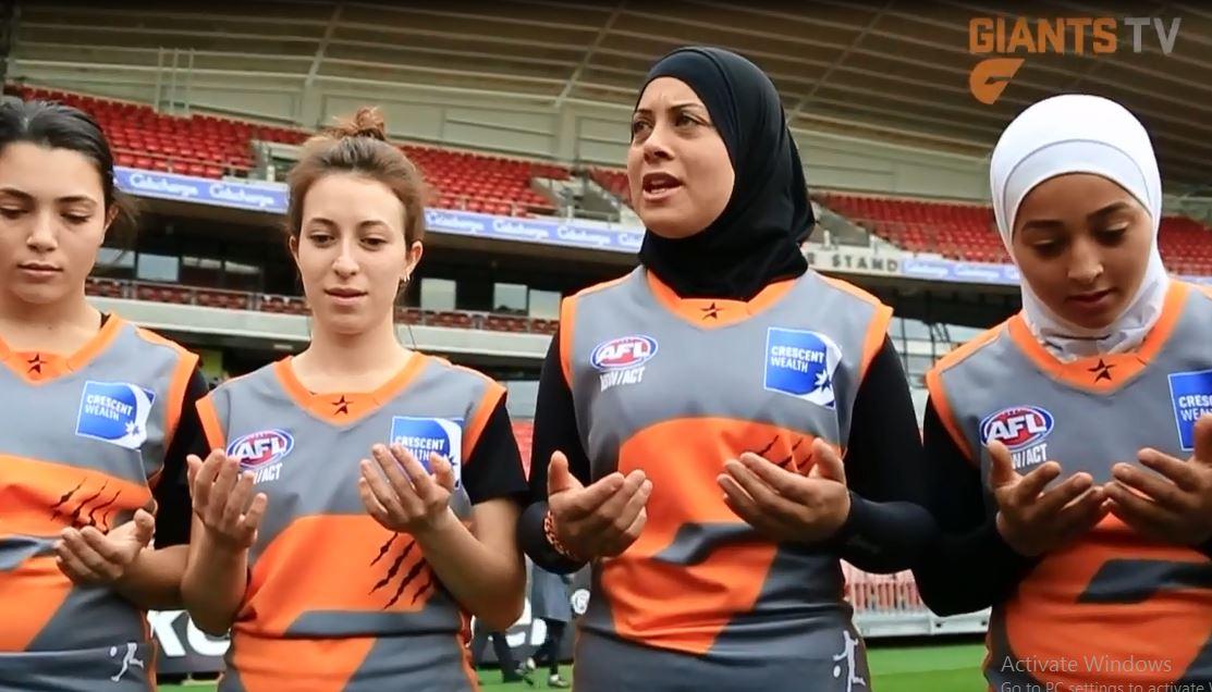 ویدئو : بازیکنان محجبه و غیر محجبه در یک تیم راگبی در استرالیا