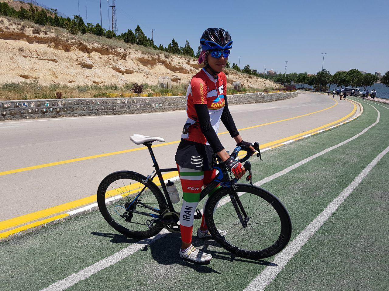 سمیه یزدانی دوچرخه سواری آسمان آبی مشهد سمیه یزدانی رکابزن جادهها در راه تاشکند   فقط طلا میتواند من را راضی کند!