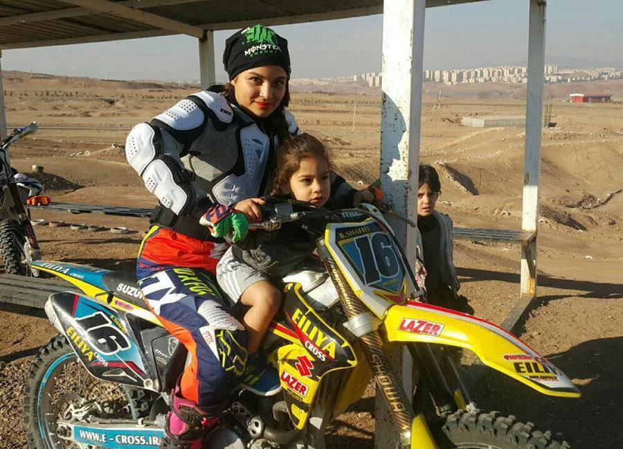 دوره یک روزه موتورسواری بانوان توسط بهناز شفیعی