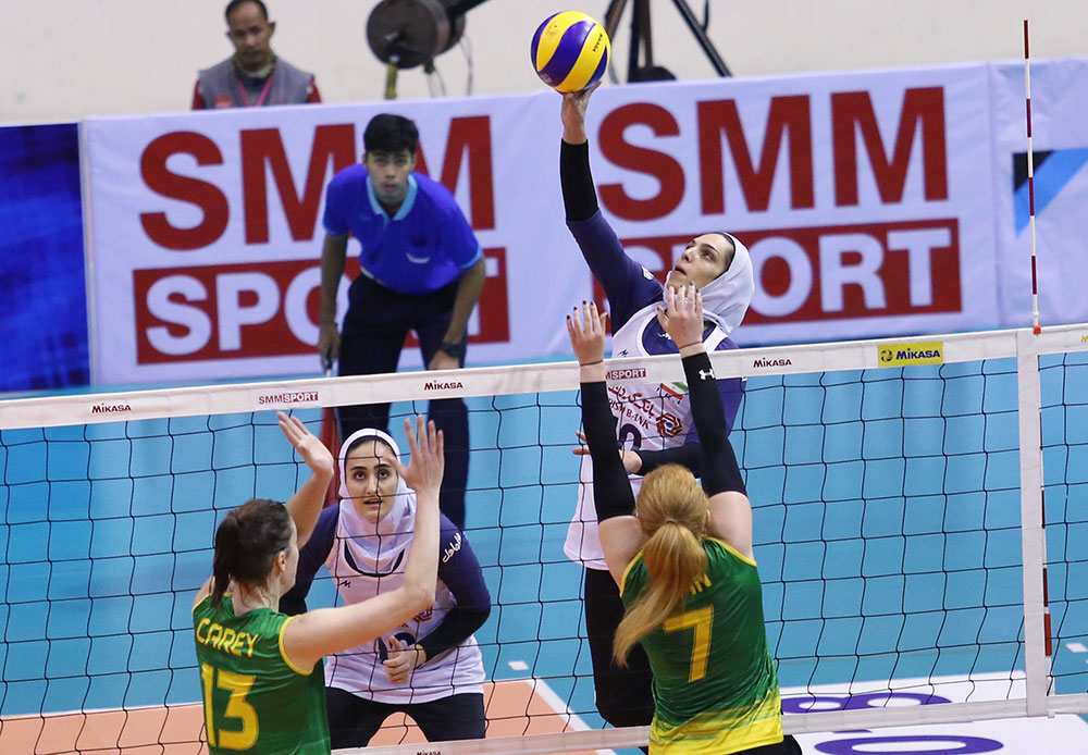 ایران و کره جنوبی | آغاز نبرد دختران بلند قامت ایران در والیبال آسیا |  چشم امید به مائده