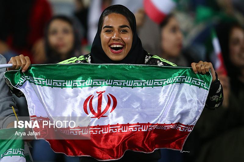 تصاویر اولین حضور زنان در ورزشگاه آزادی در دیدار ایران بولیوی