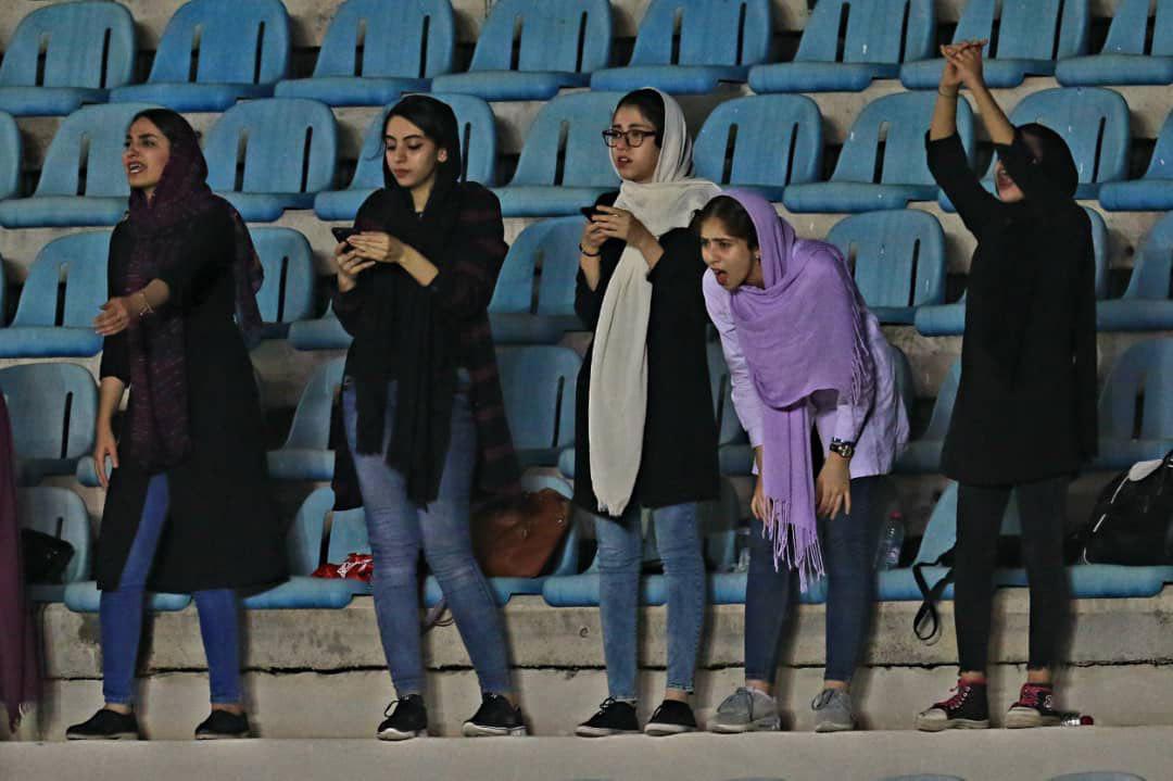 جریمه کارون اروند به دلیل حضور زنان در ورزشگاه خرمشهر