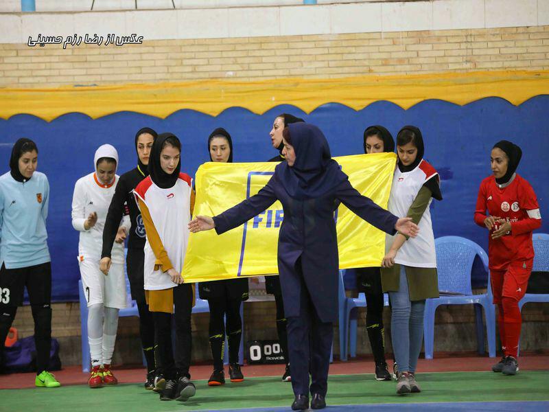 تصاویر دیدار تیم های دختران کویر کرمان و مس رفسنجان در لیگ برتر فوتسال