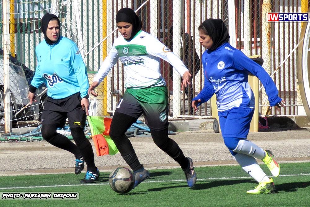 دیدار تیم های راهیاب ملل کردستان و خلیج فارس شیراز در هفته اول لیگ برتر فوتبال بانوان 12 راه یاب ملل بدون شادی مهینی در هفته یازدهم/ مهینی: تیم ملی در اولویت است