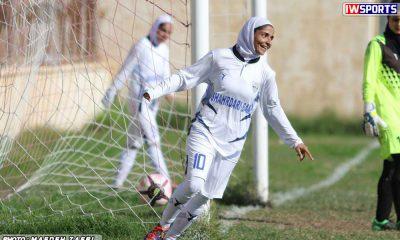 دیدار تیم های پارس جنوبی بوشهر و شهرداری بم در هفته اول لیگ برتر فوتبال بانوان عاطفه رمضانی 400x240 گزارش تصویری دیدار پارس جنوبی بوشهر و شهرداری بم