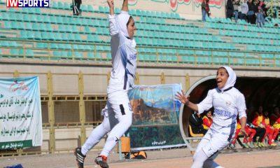 zahra ghanbari samaneh chahkandi 400x240 هفته چهارم لیگ برتر فوتبال بانوان؛ شهرداری بم فاتح ال کرمانیکو شد