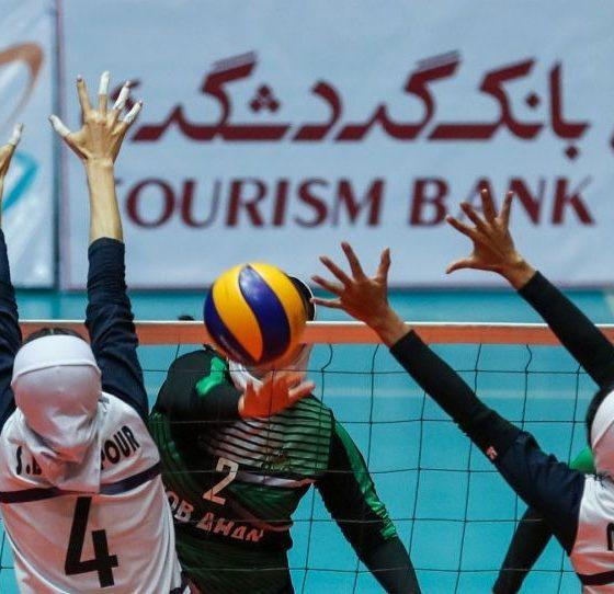 والیبال بانوان پیکان 3 ذوب آهن 2 560x542 مشکلات عجیب دختران والیبالیست در زنجان