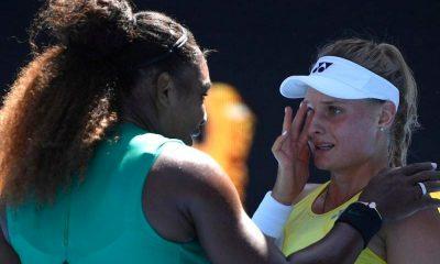 serena williams dayana cried in open australia سرنا ویلیامز 400x240 صعود سرنا ویلیامز به دور چهارم تنیس آزاد استرالیا / دلداری سرنا به تنیسور بازنده