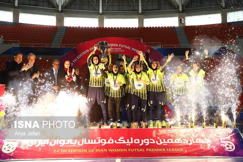 جشن قهرمانی نامی نو در لیگ برتر فوتسال بانوان 1 1000x667 گزارش تصویری مراسم اهدای جام لیگ برتر فوتسال بانوان