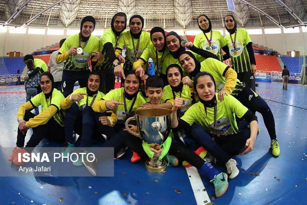 جشن قهرمانی نامی نو در لیگ برتر فوتسال بانوان 12 1000x667 گزارش تصویری مراسم اهدای جام لیگ برتر فوتسال بانوان