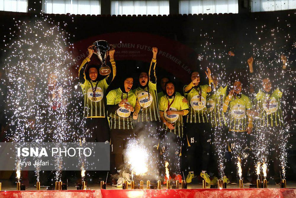 جشن قهرمانی نامی نو در لیگ برتر فوتسال بانوان 15 1000x667 گزارش تصویری مراسم اهدای جام لیگ برتر فوتسال بانوان