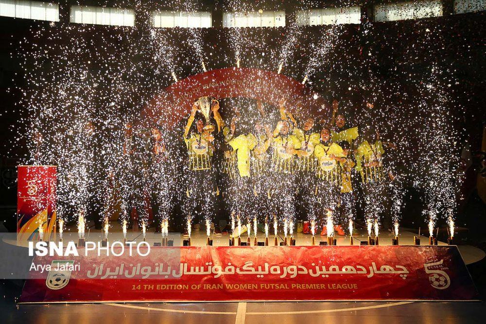 جشن قهرمانی نامی نو در لیگ برتر فوتسال بانوان 16 1000x667 گزارش تصویری مراسم اهدای جام لیگ برتر فوتسال بانوان