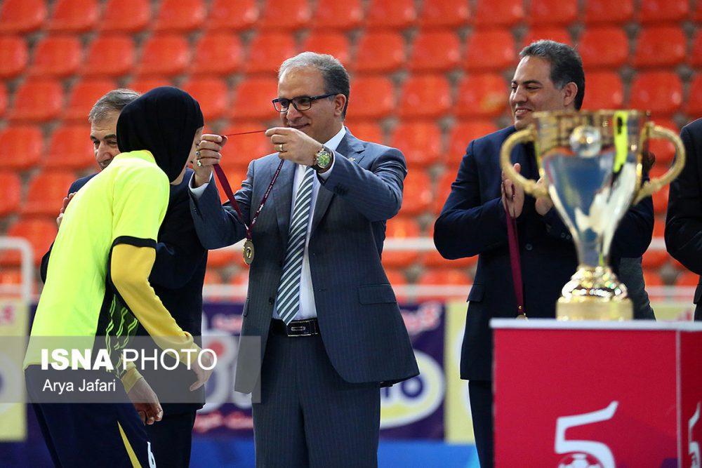 جشن قهرمانی نامی نو در لیگ برتر فوتسال بانوان 6 1000x667 گزارش تصویری مراسم اهدای جام لیگ برتر فوتسال بانوان