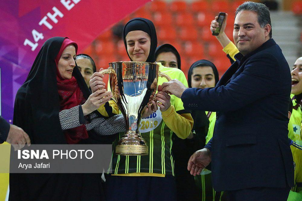 جشن قهرمانی نامی نو در لیگ برتر فوتسال بانوان 8 1000x667 گزارش تصویری مراسم اهدای جام لیگ برتر فوتسال بانوان