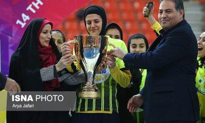 جشن قهرمانی نامی نو در لیگ برتر فوتسال بانوان 8 400x240 گزارش تصویری مراسم اهدای جام لیگ برتر فوتسال بانوان