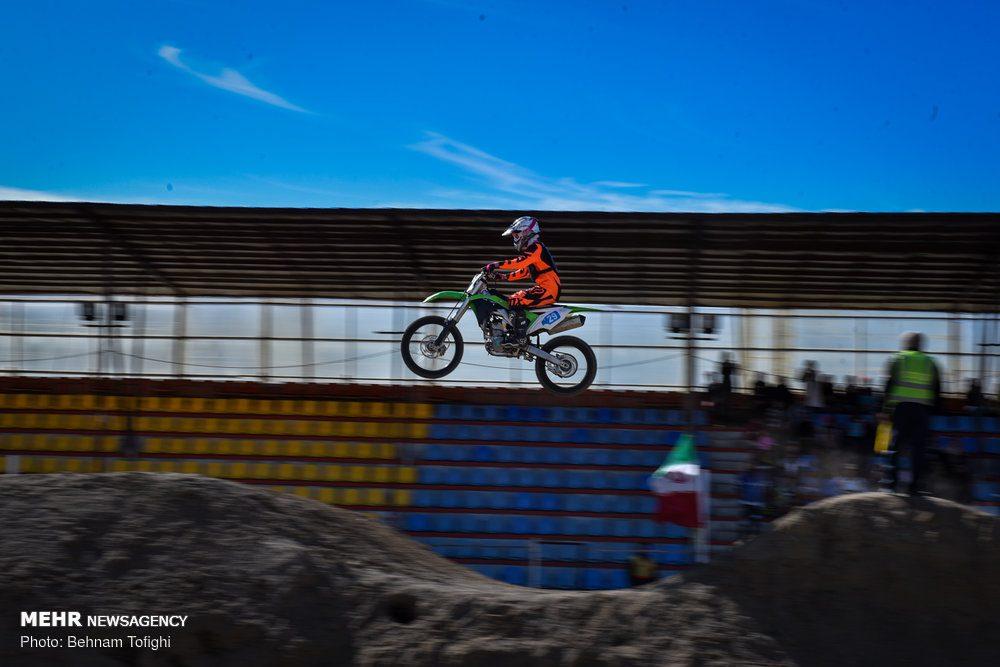 مسابقات موتور کراس بانوان کشور 11 1000x667 گزارش تصویری مسابقات موتور کراس بانوان کشور در تهران