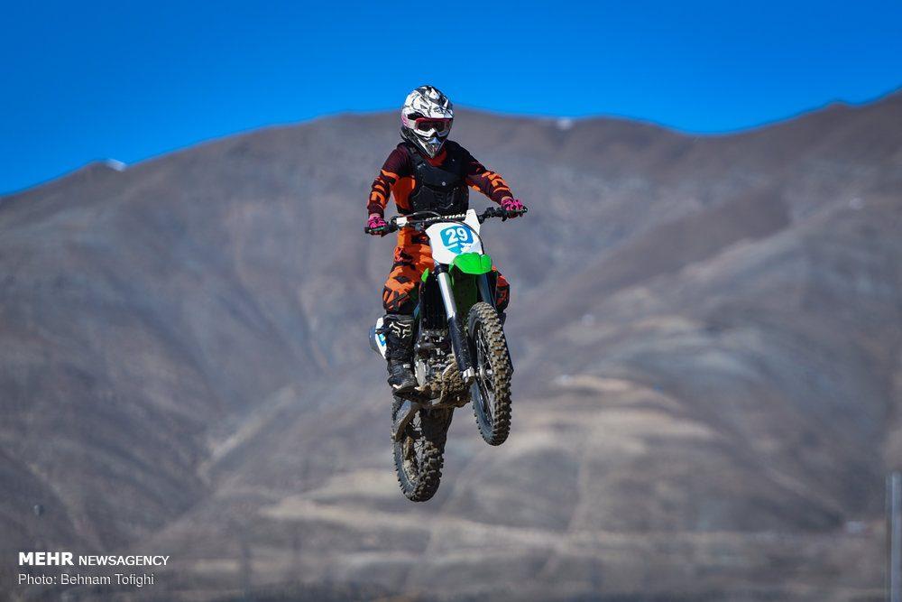 مسابقات موتور کراس بانوان کشور 12 1000x667 گزارش تصویری مسابقات موتور کراس بانوان کشور در تهران