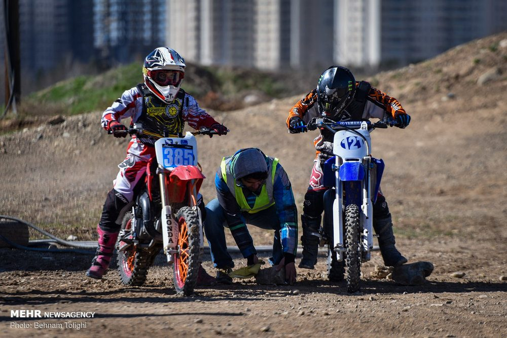 مسابقات موتور کراس بانوان کشور 13 1000x667 گزارش تصویری مسابقات موتور کراس بانوان کشور در تهران