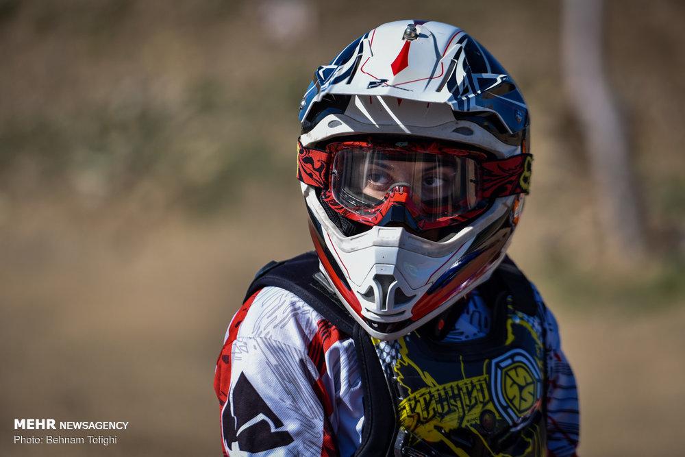 گزارش تصویری مسابقات موتور کراس بانوان کشور در تهران