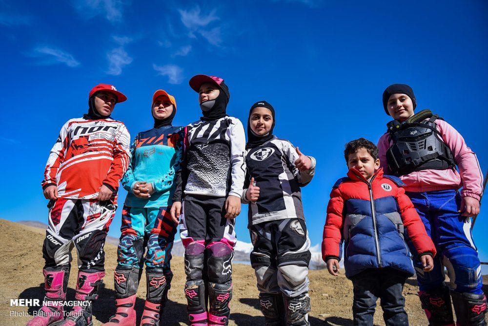 مسابقات موتور کراس بانوان کشور 17 1000x667 گزارش تصویری مسابقات موتور کراس بانوان کشور در تهران