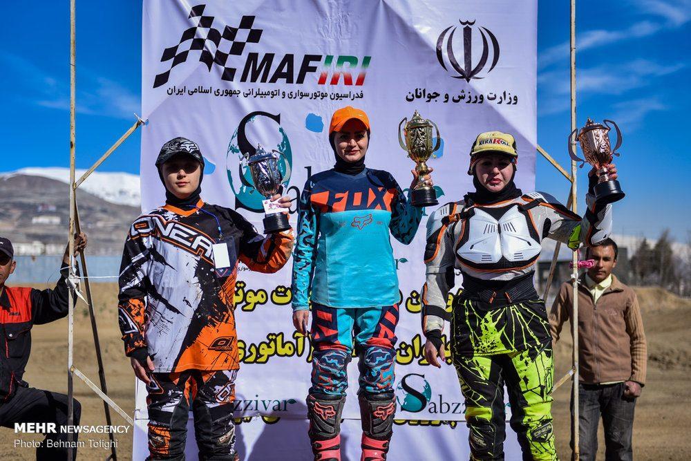 مسابقات موتور کراس بانوان کشور 22 1000x667 گزارش تصویری مسابقات موتور کراس بانوان کشور در تهران