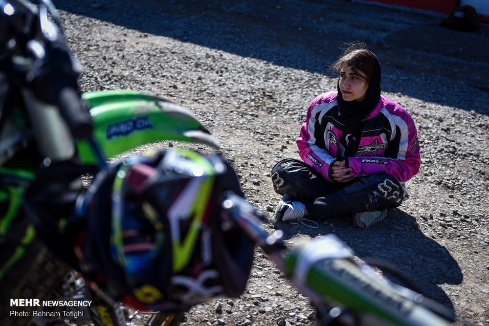 مسابقات موتور کراس بانوان کشور 6 1000x667 گزارش تصویری مسابقات موتور کراس بانوان کشور در تهران