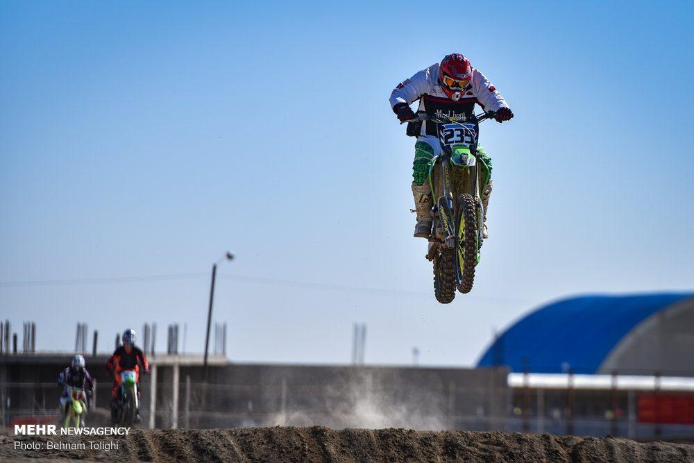 مسابقات موتور کراس بانوان کشور 8 1000x667 گزارش تصویری مسابقات موتور کراس بانوان کشور در تهران