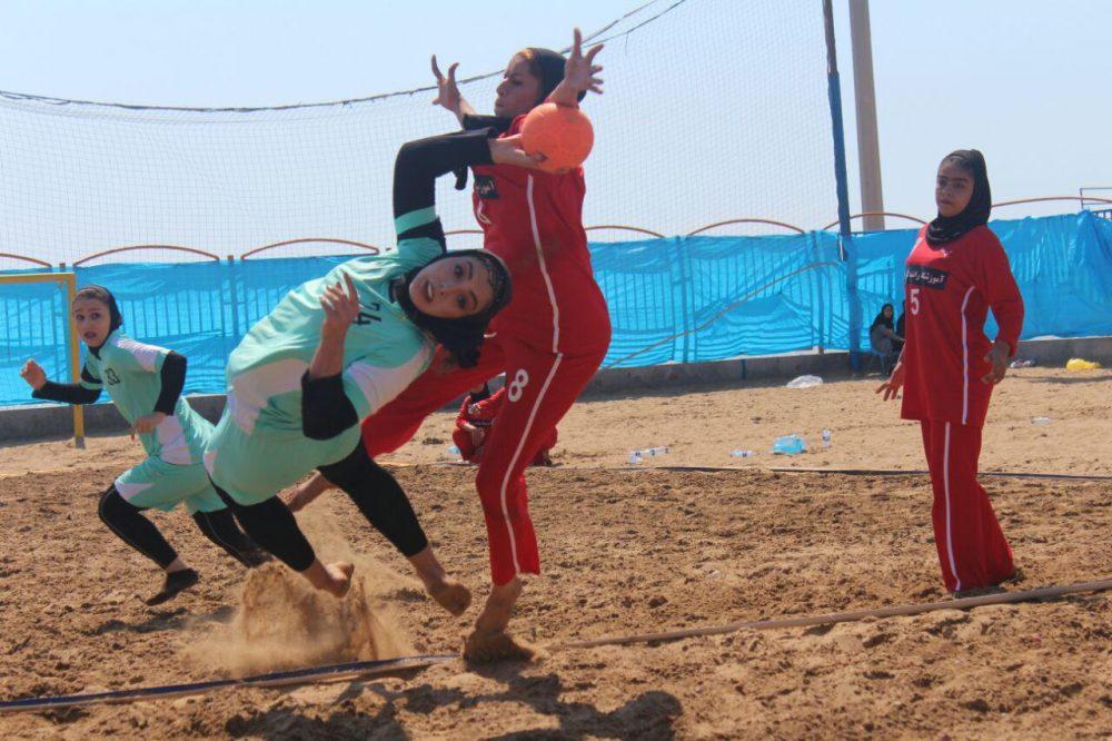 مسابقات هندبال ساحلی بانوان در بندر عباس 10 1000x666 تصاویری از مسابقات هندبال ساحلی بانوان در بندر عباس