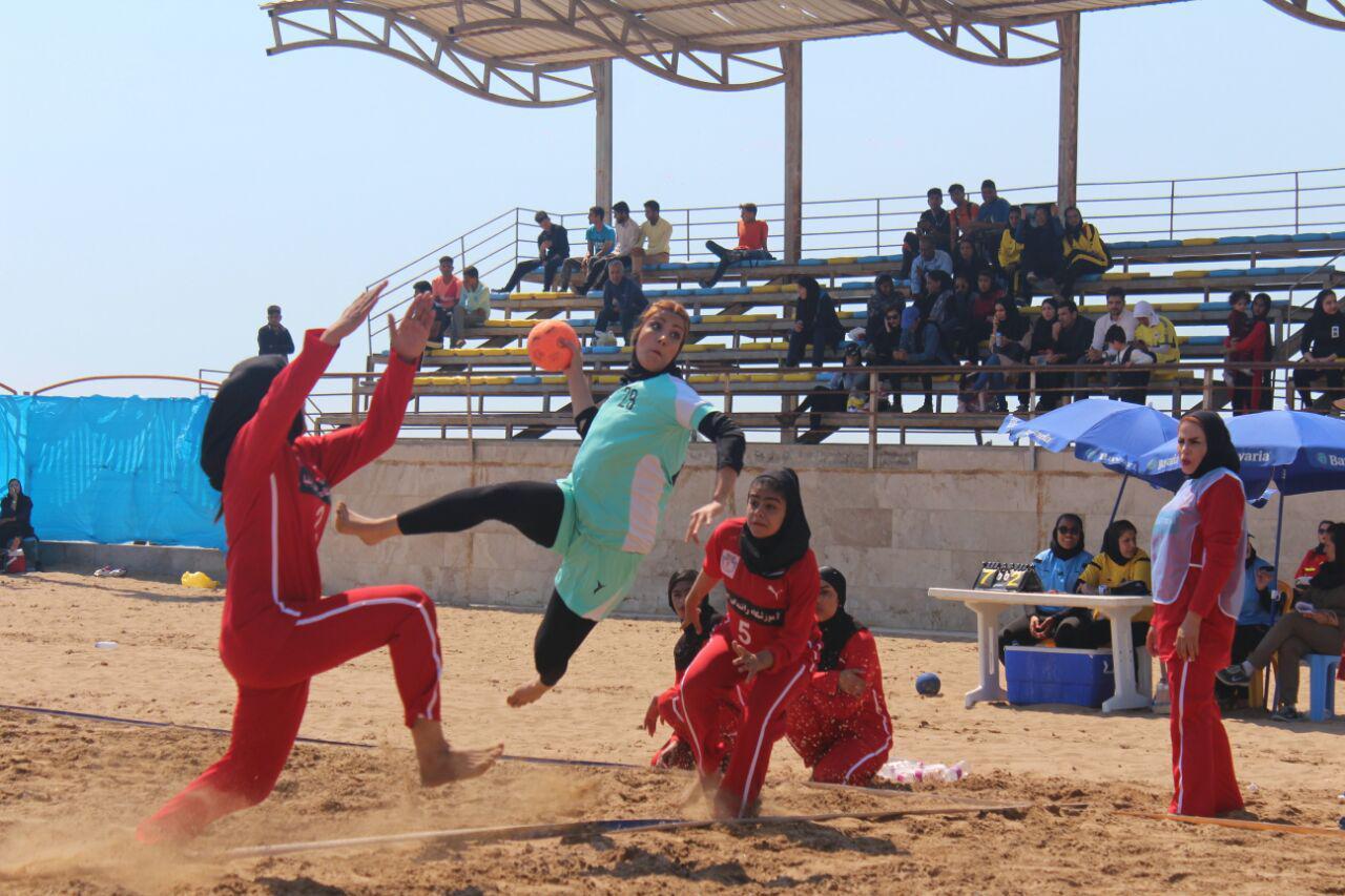 تصاویری از مسابقات هندبال ساحلی بانوان در بندر عباس