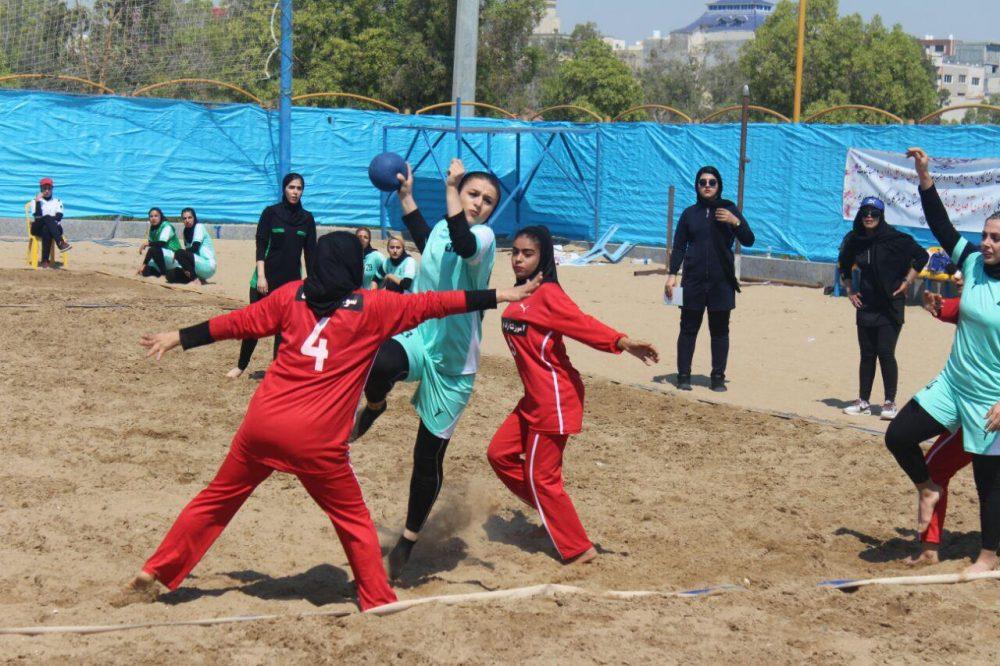 مسابقات هندبال ساحلی بانوان در بندر عباس 12 1000x666 تصاویری از مسابقات هندبال ساحلی بانوان در بندر عباس