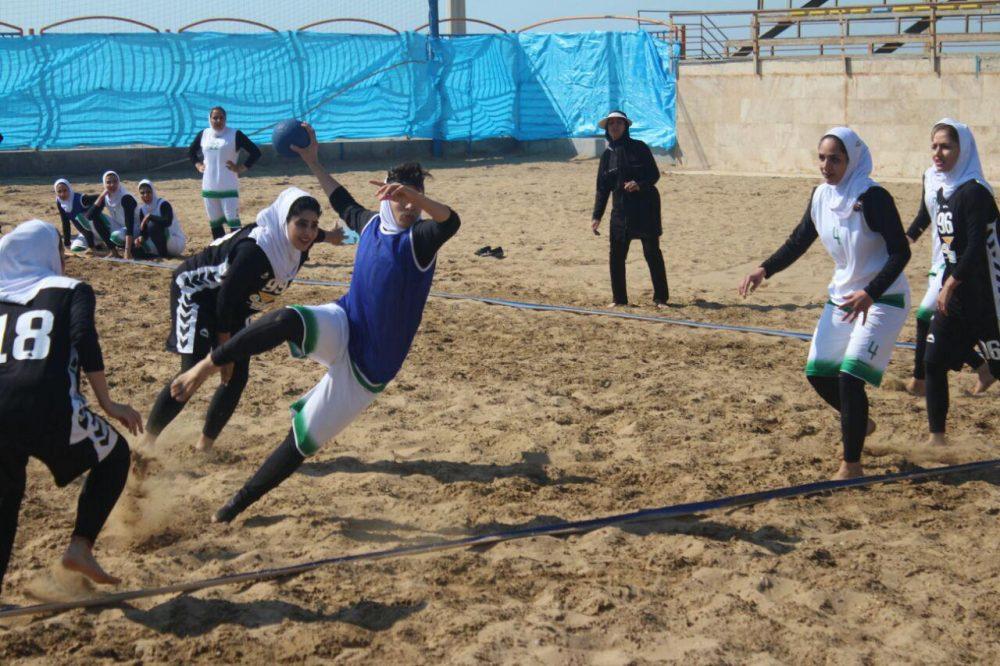 مسابقات هندبال ساحلی بانوان در بندر عباس 5 1000x666 تصاویری از مسابقات هندبال ساحلی بانوان در بندر عباس