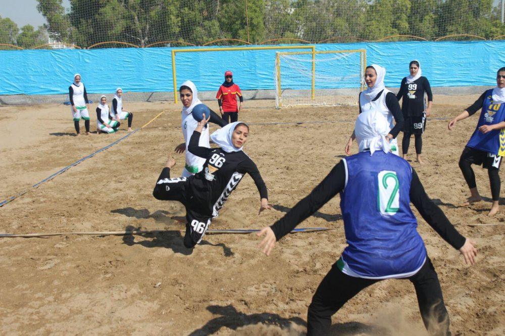 مسابقات هندبال ساحلی بانوان در بندر عباس 6 1000x666 تصاویری از مسابقات هندبال ساحلی بانوان در بندر عباس