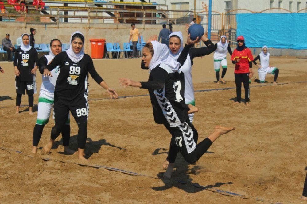 مسابقات هندبال ساحلی بانوان در بندر عباس 7 1000x666 تصاویری از مسابقات هندبال ساحلی بانوان در بندر عباس