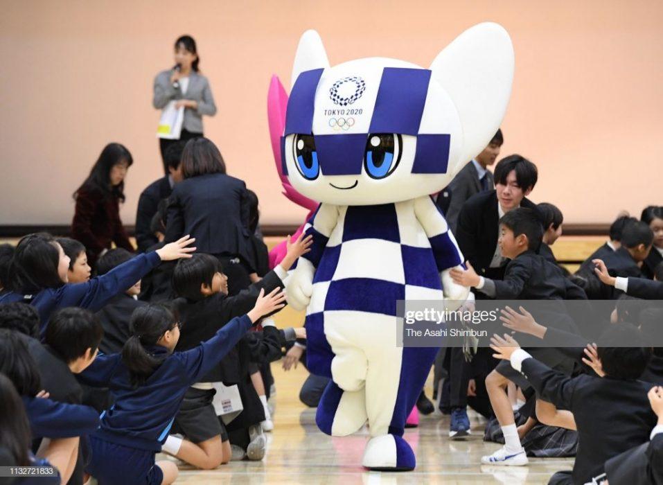 نمادهای عروسکی المپیک 2020 توکیو 2 957x700 نمادهای عروسکی المپیک ۲۰۲۰ توکیو رونمایی شدند