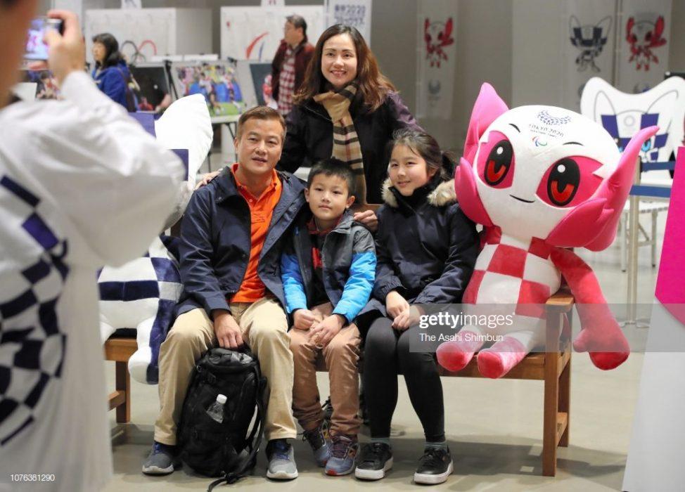 نمادهای عروسکی المپیک 2020 توکیو 4 974x700 نمادهای عروسکی المپیک ۲۰۲۰ توکیو رونمایی شدند