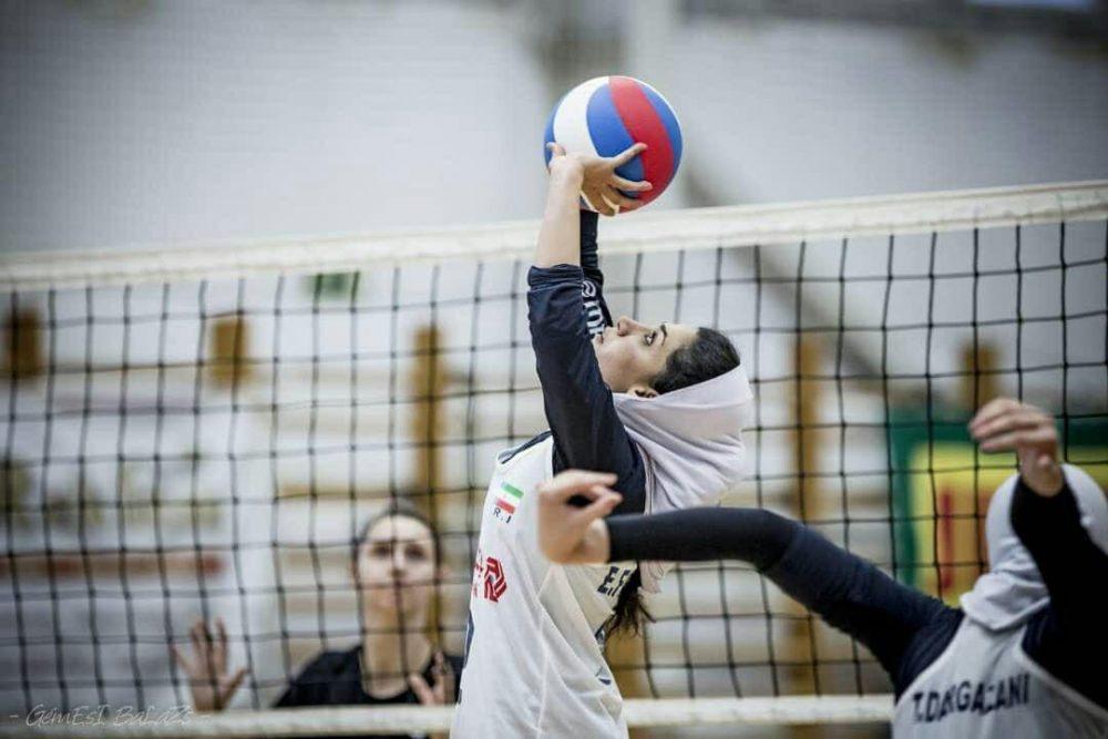 الهام فلاح والیبال بانوان 1000x667 الهام فلاح پاسور تیم ملی والیبال بانوان: والیبال بخش بزرگی از زندگی من است