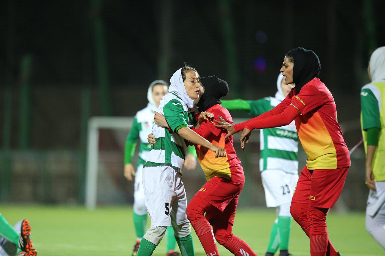 حراست مرد برای رختکن و دوباره کتک کاری در لیگ برتر فوتبال بانوان ؛ این بار در شیراز